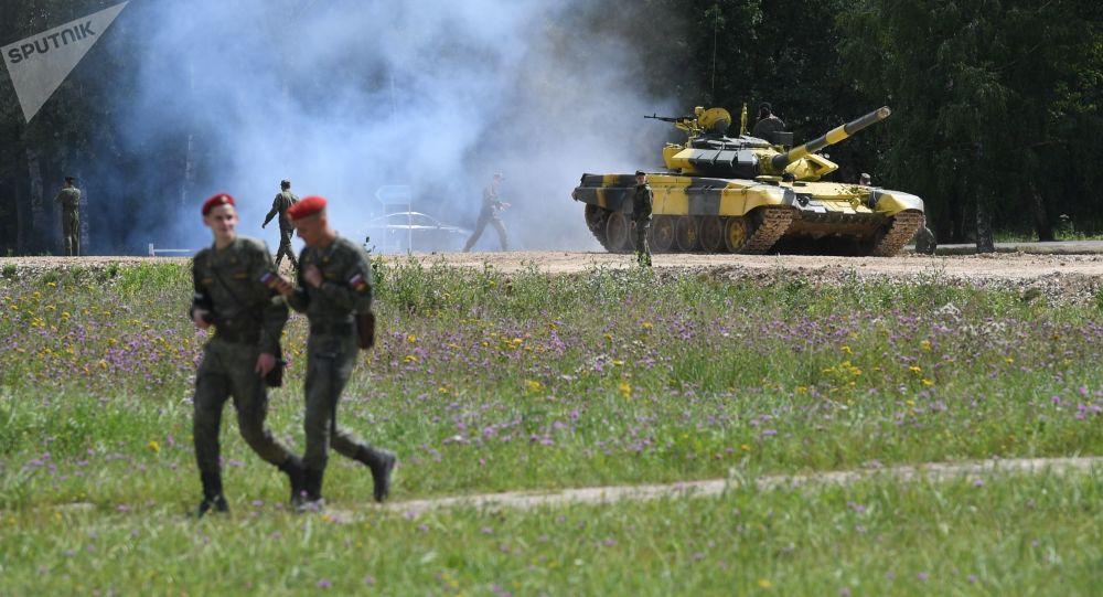Танк Т-72Б3 команды армии Армении перед конкурсом Танковый биатлон на подмосковном полигоне Алабино
