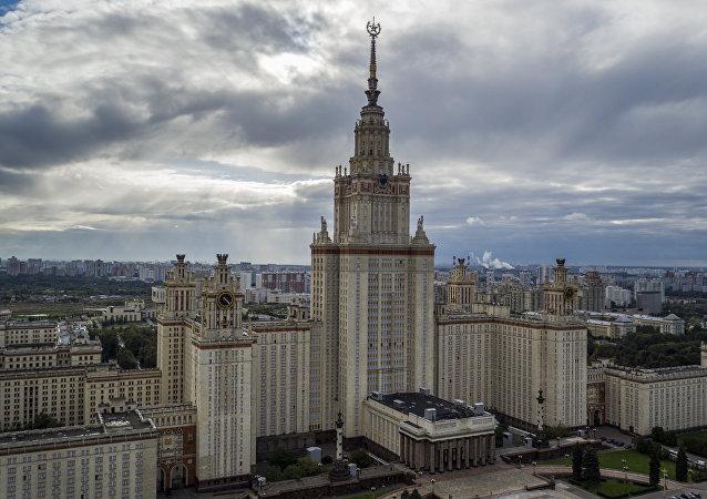 在麻雀山上(Sparrow Hills )的莫斯科大学主楼