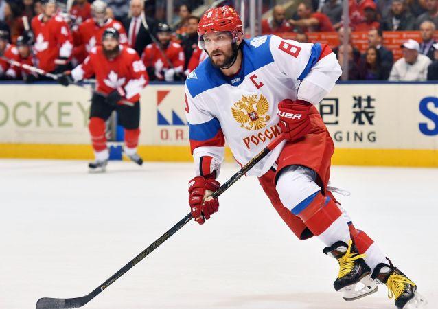 俄运动员奥维契金称此次出访中国的主要目的是向儿童推广冰球