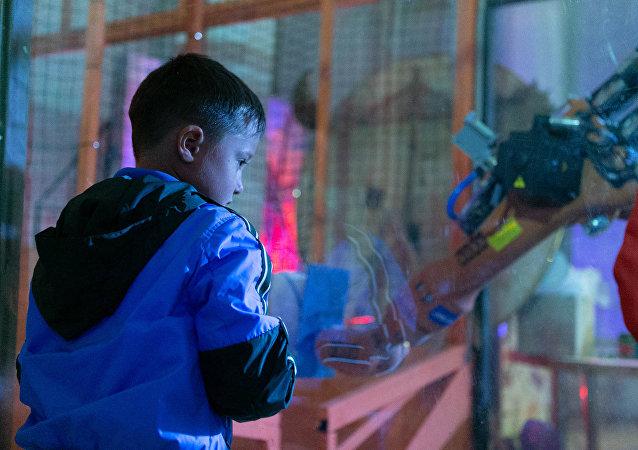 中国的校园晨检机器人为何在疫情期间受到海外市场的青睐?