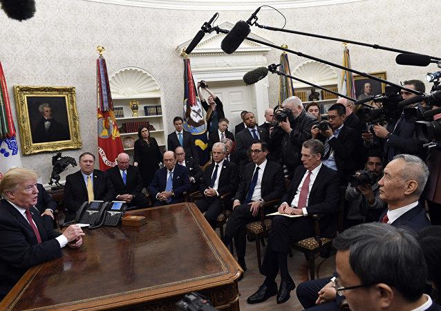 媒体:特朗普班子试图劝阻特朗普对中国加征关税