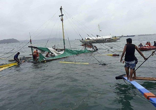 菲律宾船只翻覆致死人数攀升至26人
