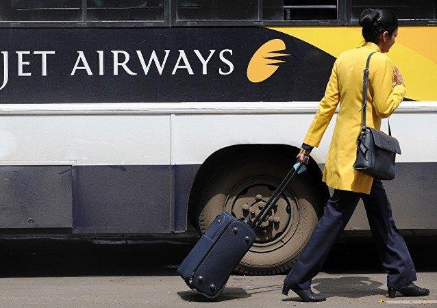 印度一空姐走私白金被捕