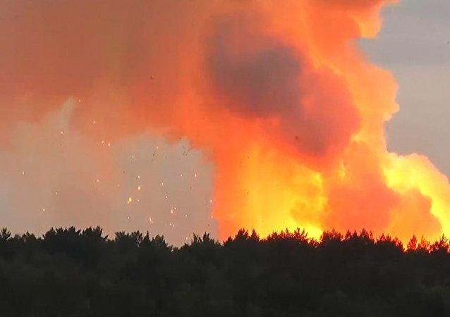 克拉斯诺亚尔斯克边疆区阿钦斯克区一部队驻地军火库发生爆炸