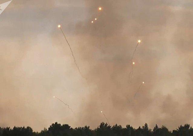 阿钦斯克附近弹药库大火的原因是人为因素