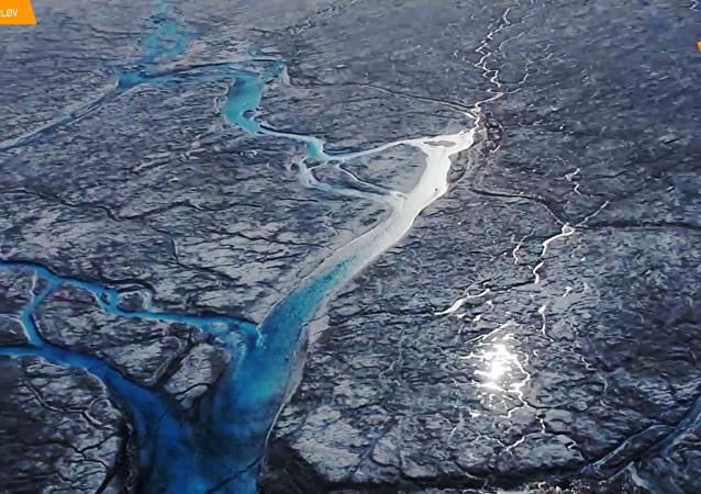 格陵兰岛一天损失125亿吨冰 打破记录