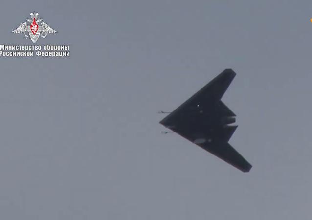 俄罗斯国防部公开猎人无人攻击机的视频