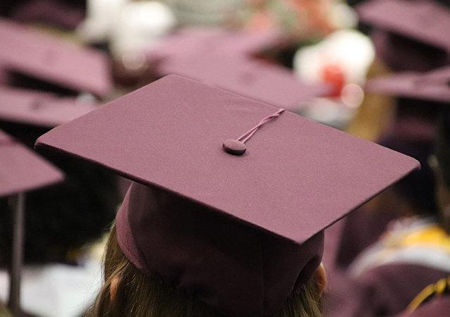 香港理工校长拒绝与戴口罩毕业生握手