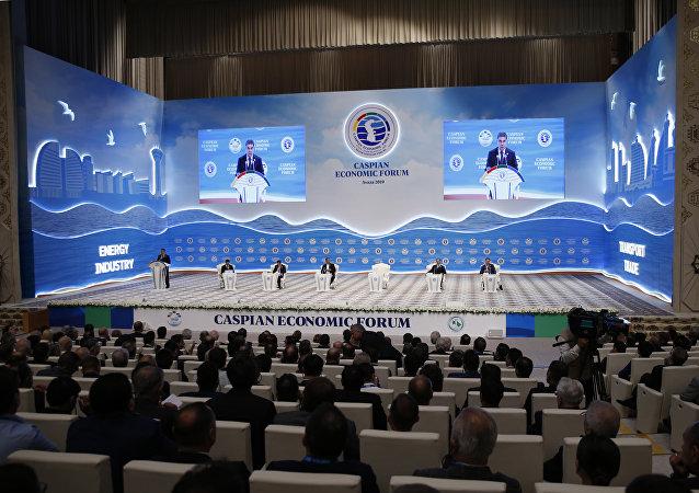 土库曼斯坦总统抵达里海经济论坛开幕式