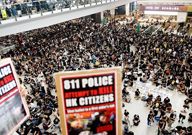 中国国务院港澳办:香港激进分子的暴行是对法治的极端蔑视 必须依法严惩