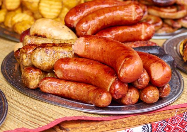 捷克一家自助餐厅对剩饭顾客进行罚款