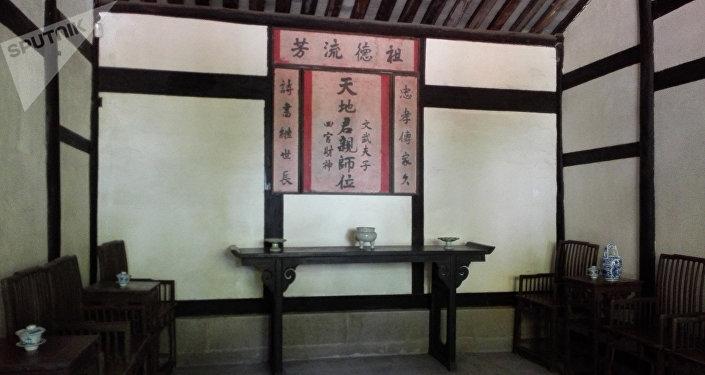 邓家供神祭祖和接待重要客人的地方。