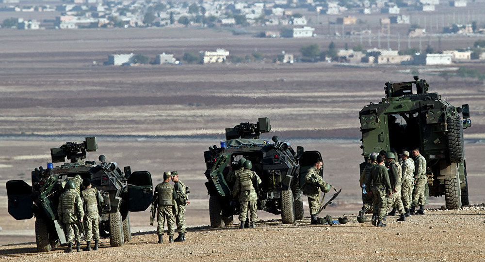 土耳其向与叙利亚接壤的边境移动装甲设备