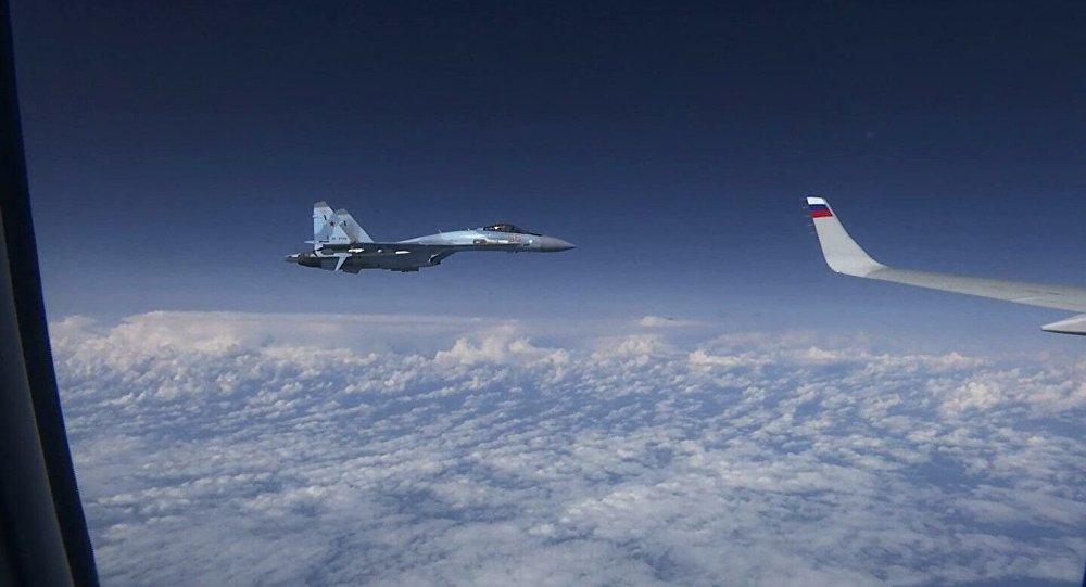 接近绍伊古飞机的北约战斗机属于西班牙