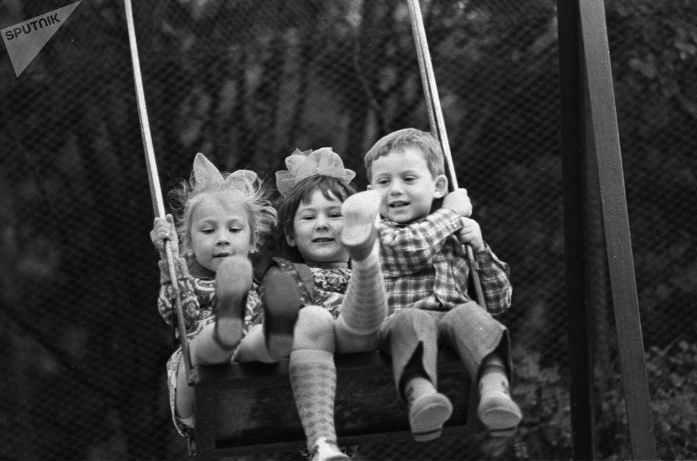 苏联的孩子怎么过夏天