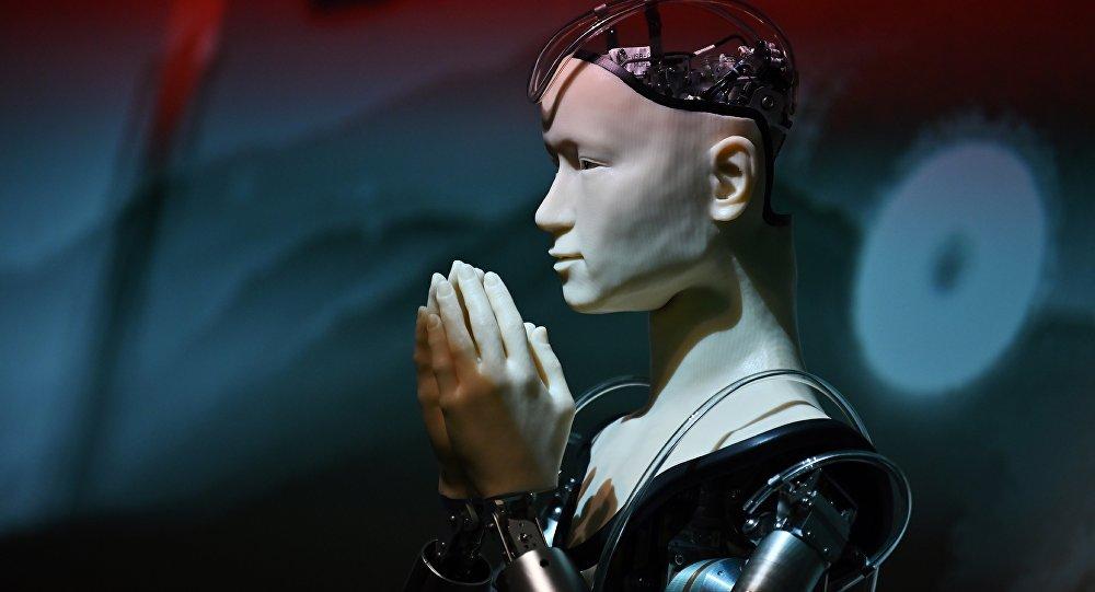 世界上唯一的机器人僧侣在日本寺庙中传道