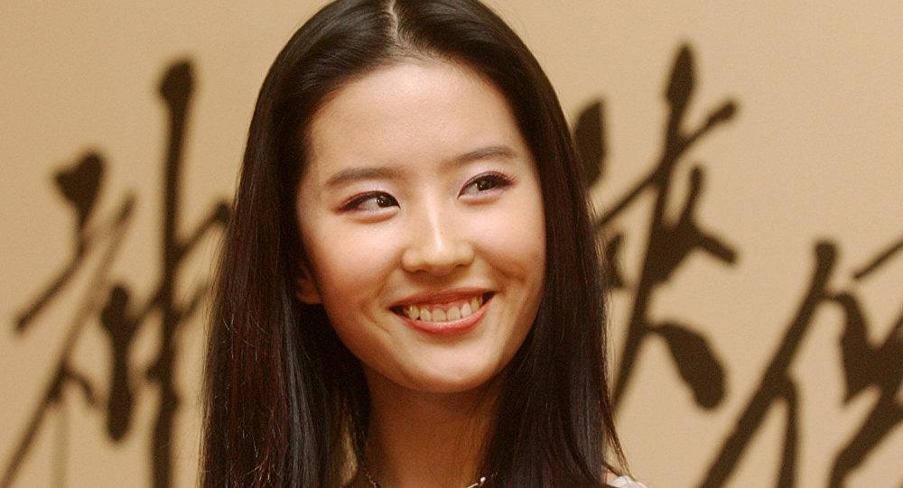 《花木兰》女主角刘亦菲因支持港警遭网友讨伐
