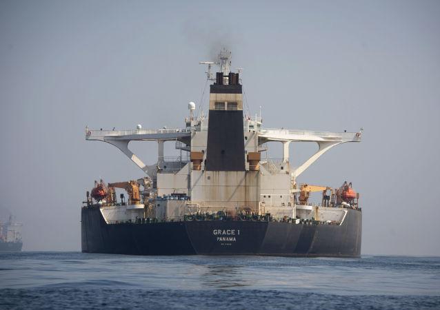 Супертанкер Grace 1 в водах Гибралтара