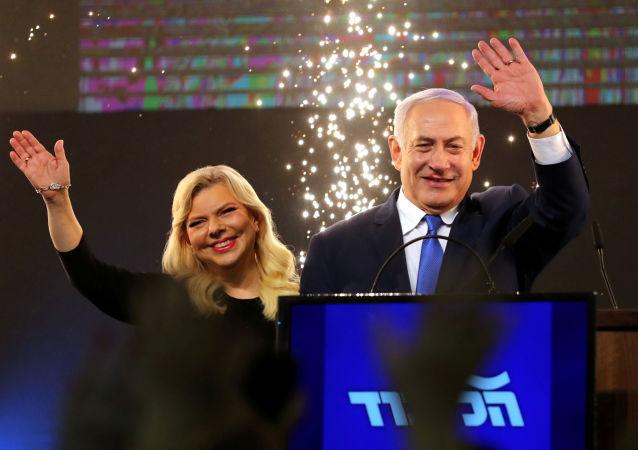 媒体:以色列总理夫人大闹赴基辅飞机