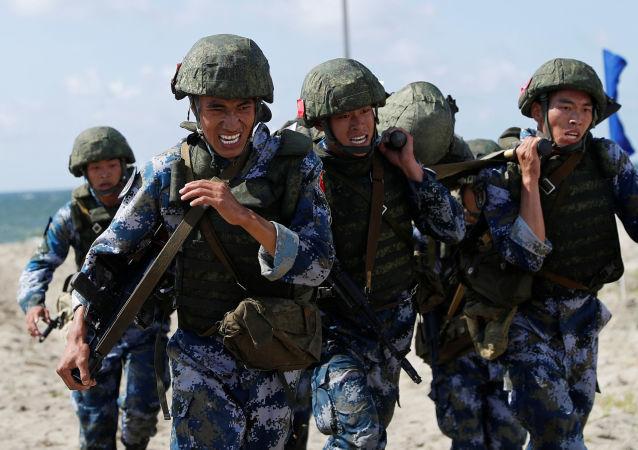 """中国空降兵抵达俄罗斯参加""""国际军事比赛-2020"""""""