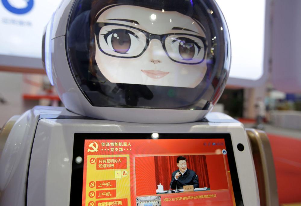 2019世界机器人大会期间创泽智能机器人(Chuangze)屏幕上的中国国家主席习近平。