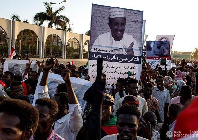 苏丹过渡军事委员会主席布尔汉宣誓就职联合主权委员会主席