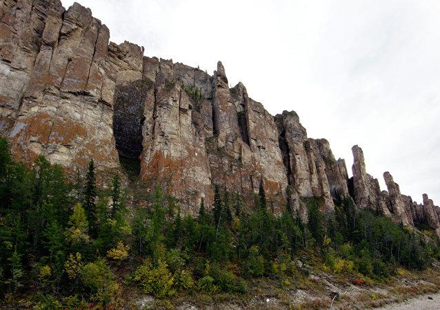萨哈共和国勒拿河柱状岩自然公园