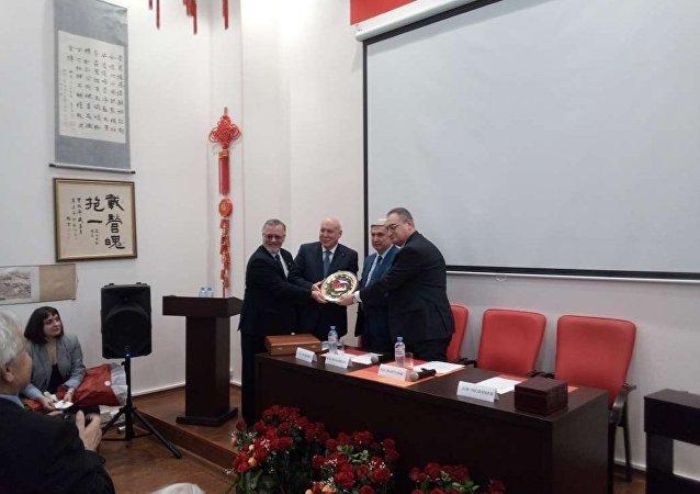 俄共中央委员会第一副主席梅利尼科夫当选俄中友好协会新主席