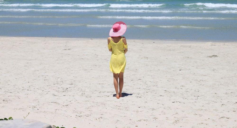 一对夫妻偷运40公斤撒丁岛海滩砂石 或将面临6年牢狱之灾