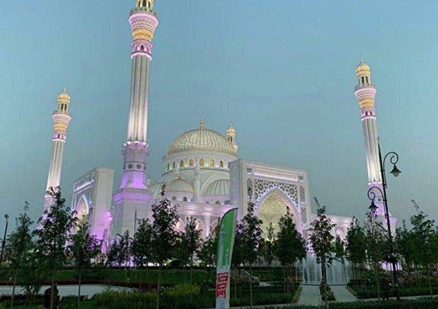 车臣拉姆赞•卡德罗夫清真寺即将开放