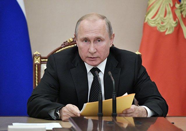 俄总统:国防采购装备交付高峰期已经过去  国防工业面临新任务