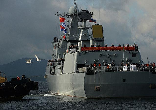 """美""""菲恩""""号驱逐舰穿航台湾海峡 中国东部战区:全程伴随跟监"""