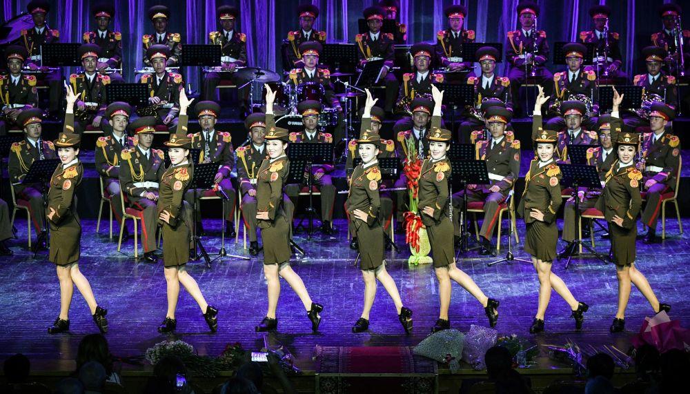 朝鲜人民军军乐团女兵亮相俄罗斯国际军乐节