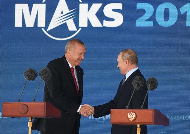 普京与埃尔多安共同出席2019年莫斯科国际航空航天展开幕式
