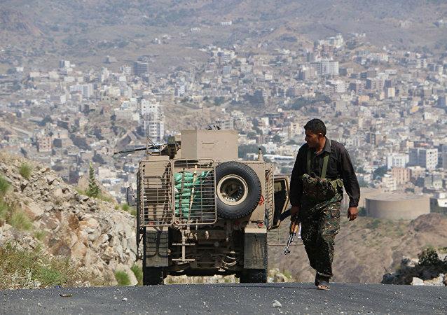 也门军队称从胡塞武装手中夺回国家东北战略阵地
