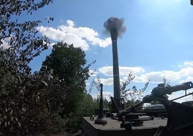 世界上火力最强的迫击炮的射击镜头