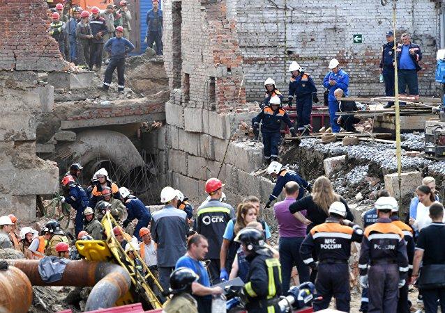 俄新西伯利亚倒塌建筑废墟下有一人救出 另有11名工人或被埋