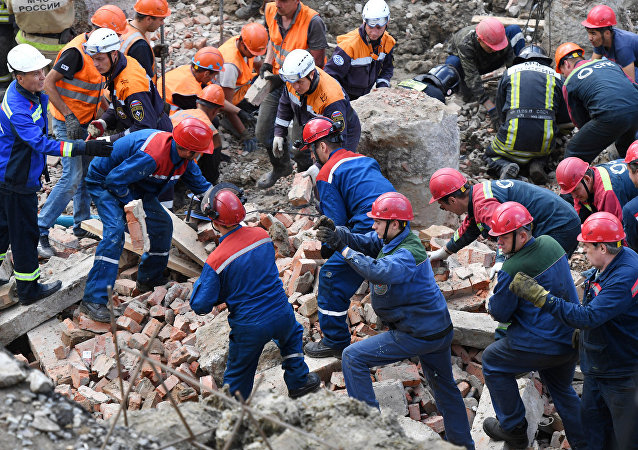 新西伯利亚倒塌建筑废墟下挖出第三名遇难者遗体