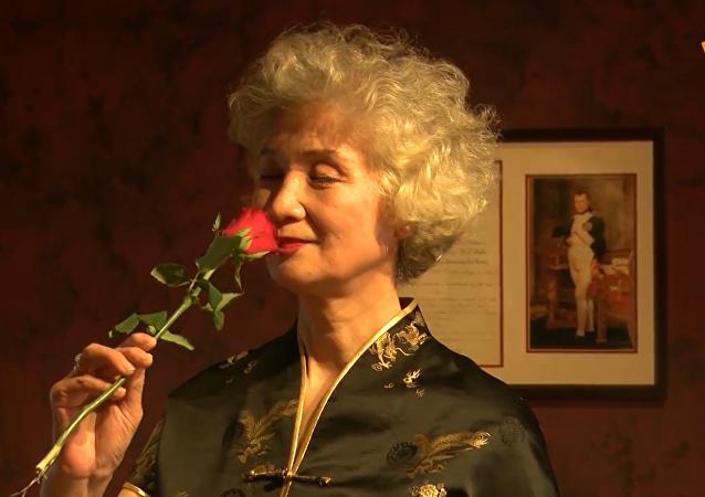 北京街头优雅的老奶奶