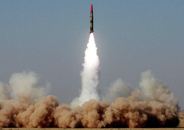 """巴基斯坦成功试射能携带核弹头的""""加纳维""""导弹"""