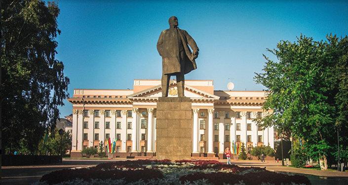 秋明市中心广场列宁雕像