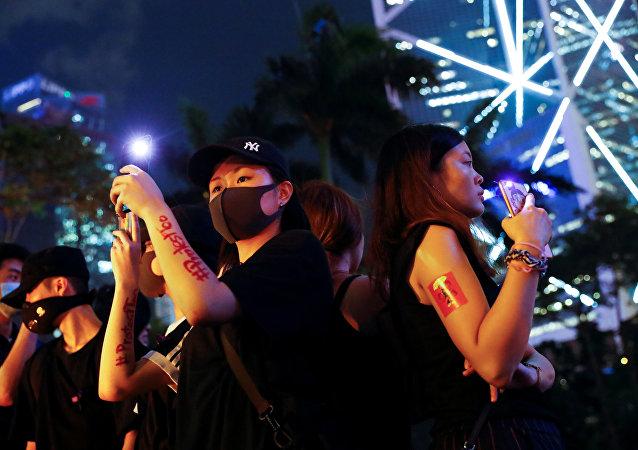 香港抗议者称警方实施性侵