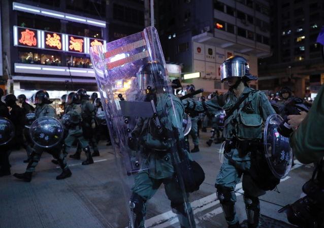 香港政府谴责激进示威者的行为