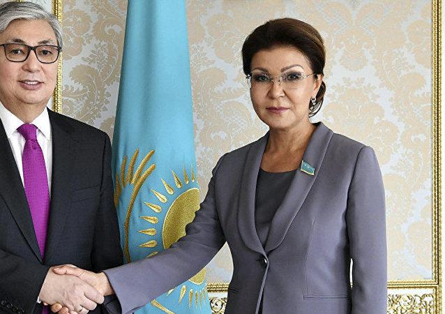 哈萨克斯坦总统托卡耶夫(左)和达莉佳·纳扎尔巴耶娃