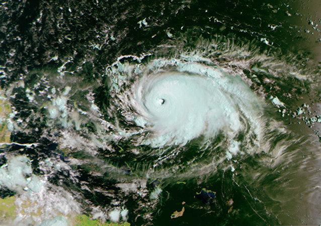 """""""多利安""""飓风"""