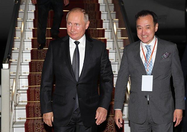 普京抵达乌兰巴托