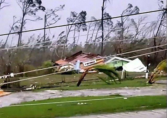 """飓风""""多里安""""在巴哈马造成死亡人数升至20人"""