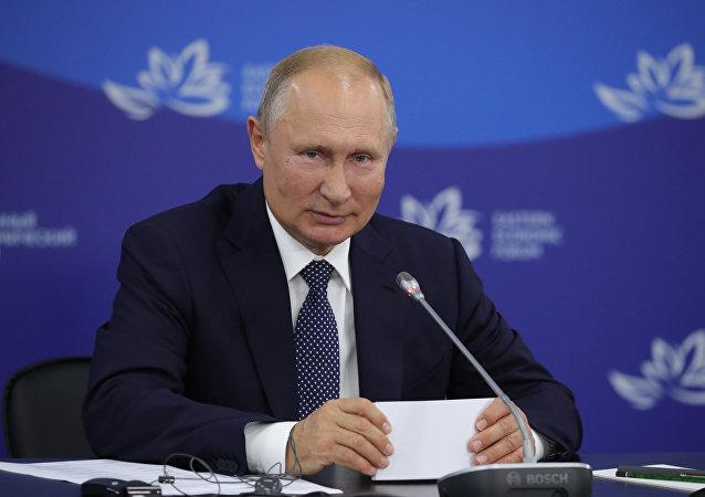 普京在东方经济论坛上为千岛群岛鱼类加工厂揭幕