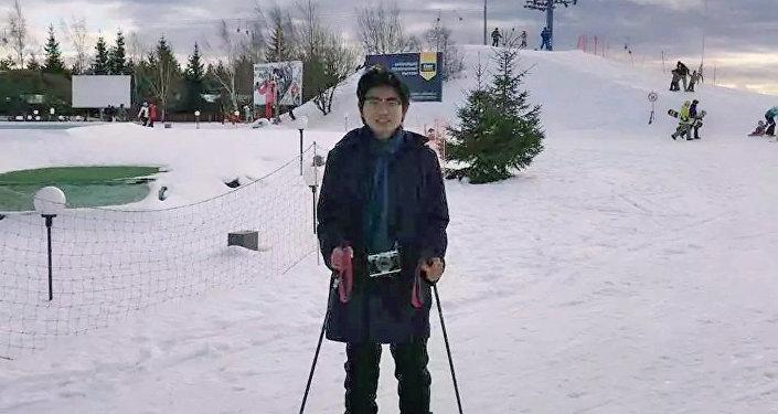 王鲁平在俄罗斯学会了滑雪
