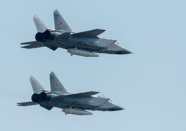 """携带高超音速""""匕首""""导弹的米格31战斗机"""